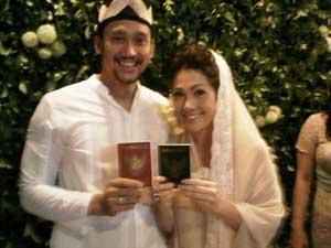 Foto Pernikahan Tora Sudiro dan Mieke Amalia