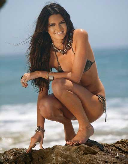 Foto Hot Seksi  - Adik Termuda Kim Kardashian Pose Bikini
