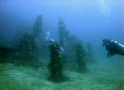 foto dan gambar candi dibawah laut