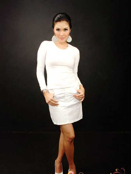 hot sandra dewi toket bugil - sexy sandra dewi with white dress