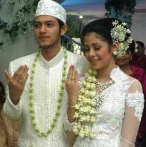 foto pernikahan risty tagor dan rifky balweel