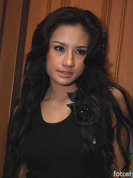 foto hot Shinta Bachir Sexy with Black Tank top