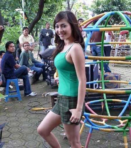 hot Dwi Putrantiwi Sexy with Tanktops celebrity style fashion