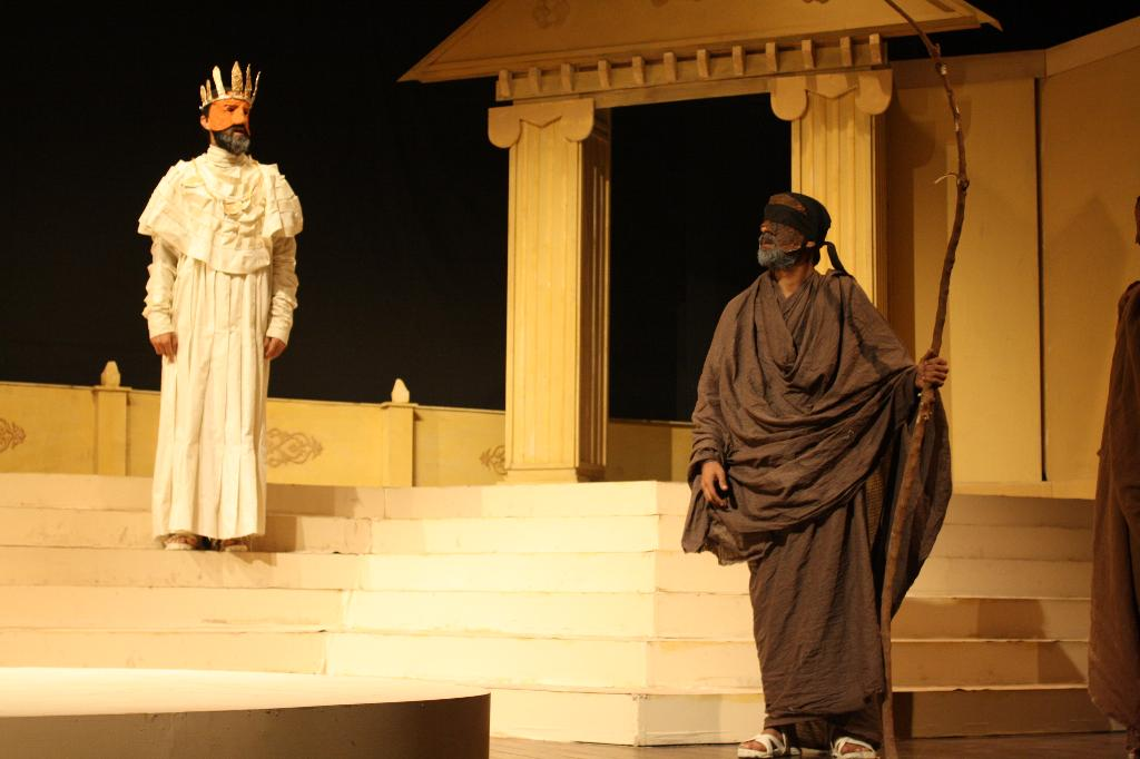 Oedipus The King Play In Oedipus Rex  Oedipus tries