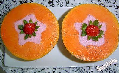 Papaia com mousse de morango