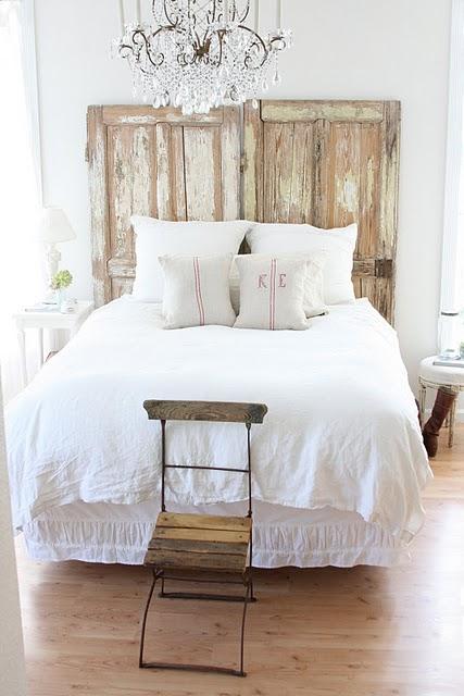 Design decor style due vecchie porte come testiera del letto - Come realizzare una testiera del letto ...