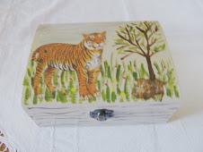 A minha primeira caixa em pintura e decoupage