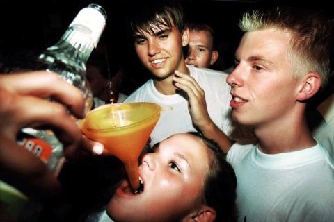 Informe de los CDC sobre los adolescentes que beben y