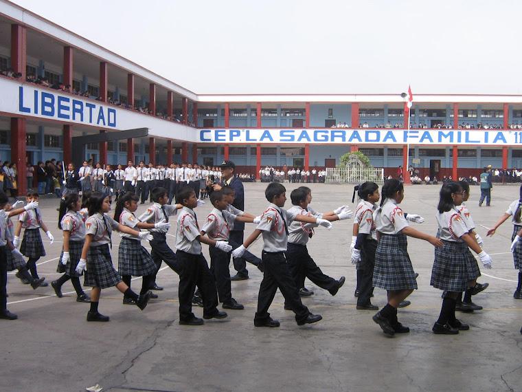 NIÑOS ENSAYANDO