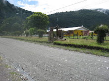 Monolito en Neltume en recuerdo a los 10 jovenes fusilados en 1973 en Valdivia