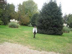 Mujer en el Jardín Botánico UACH