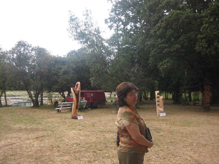 Toña en el parque de las esculturas Guillermo Franco