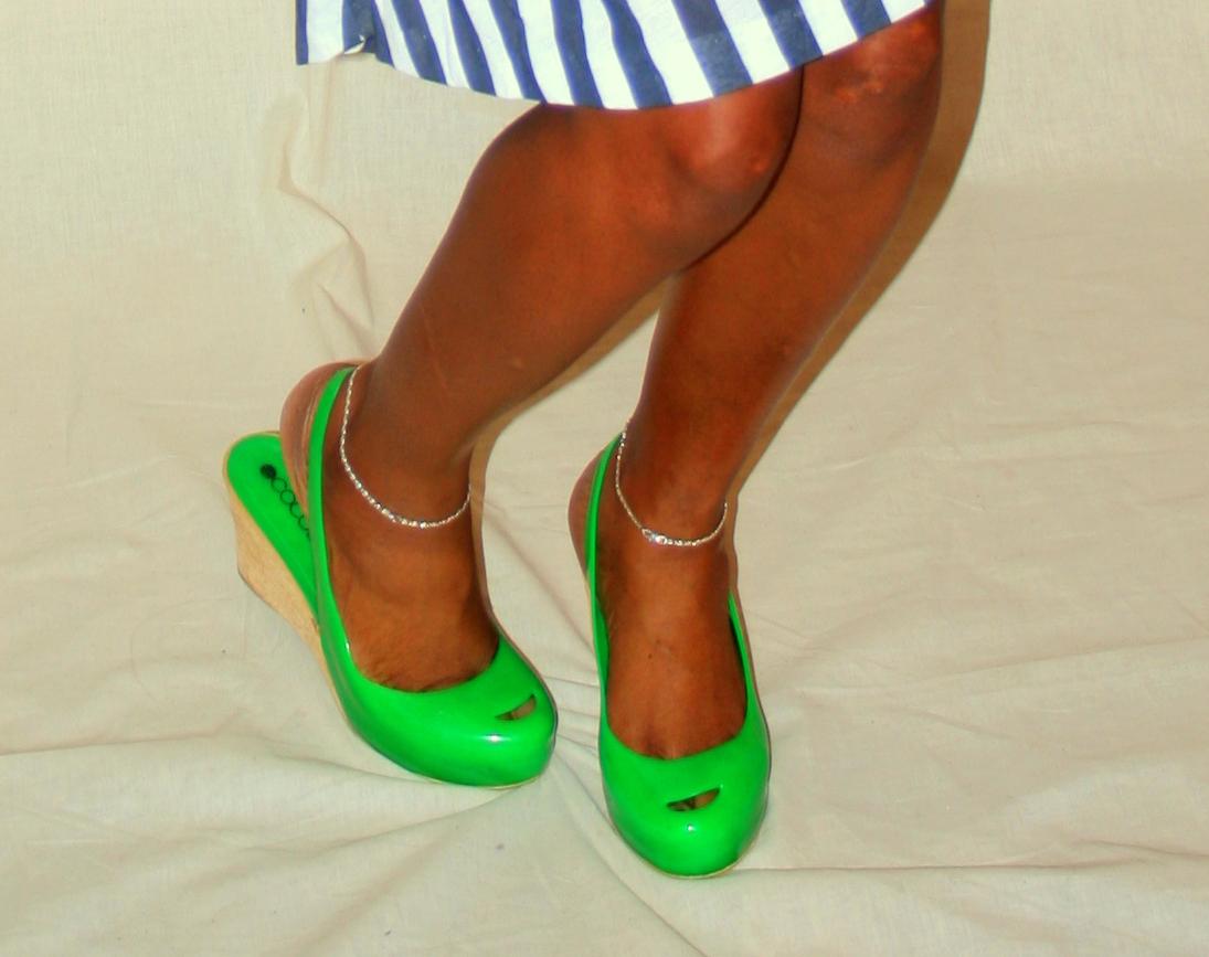 http://1.bp.blogspot.com/_TJK12xmm_TQ/TS3-TX3mCCI/AAAAAAAAALE/tYuoqJEJGzo/s1600/green+peep+toe.jpg