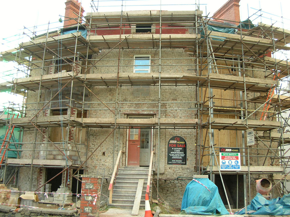 Worker plunges thirty feet from unsafe scaffold good to for Home building sites