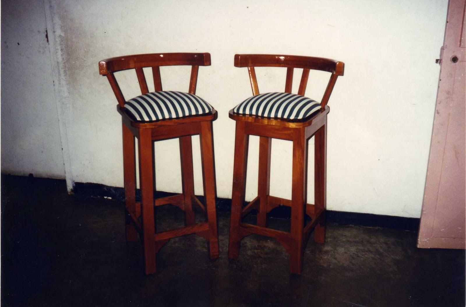 Mis trabajos en madera silla de comedor en caoba oscuro y for Sillas de madera para bar