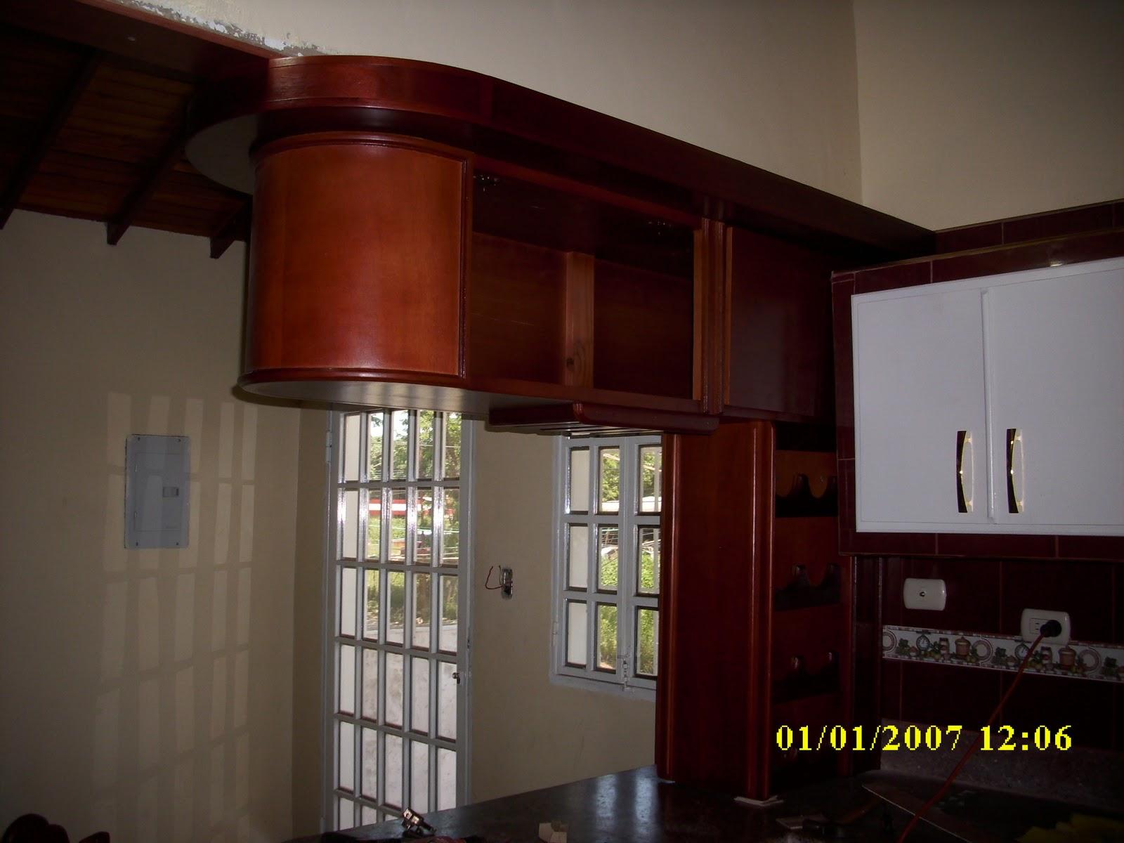 Mis trabajos en madera bar en cedro y tono caoba medio for Bar para cocina