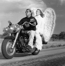 Nunca pilote mais rápido que seu anjo possa voar.