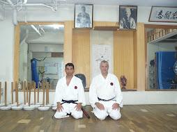 Con Diego en el Hombu dojo de Okinawa