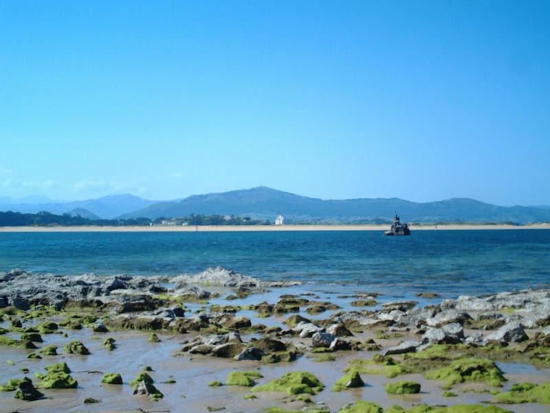 Playa de El Puntal y Peña Cabarga