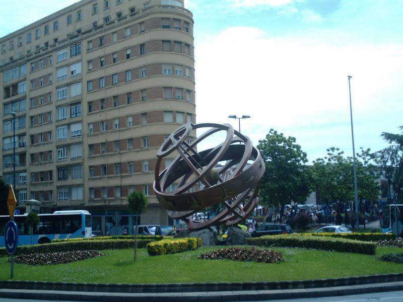 Zodiaco en la rotonda de Cuatro Caminos en Santander