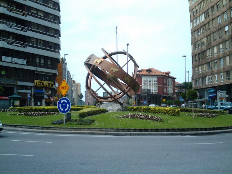 Zodiaco en la rotonda de Cuatro Caminos de Santander
