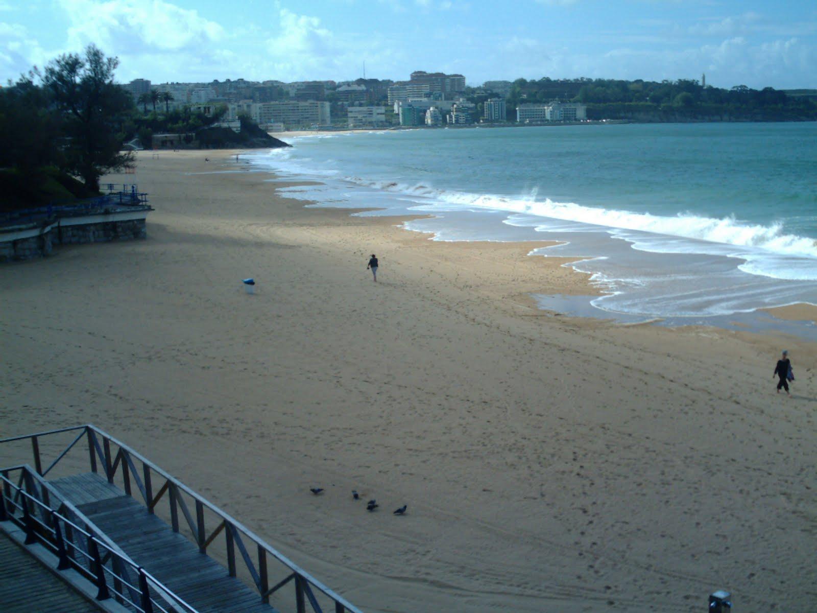 Resultado de imagen de playa de la Concha y la del Camello el sardinero
