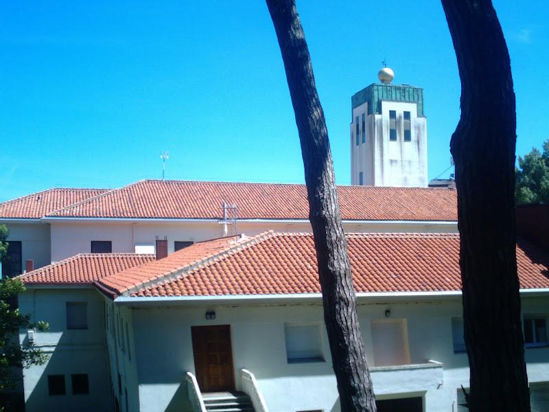 Iglesia y Colegio de San Roque en el Sardinero