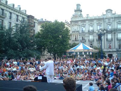 actuación de Alex Barti en la Plaza de Pombo