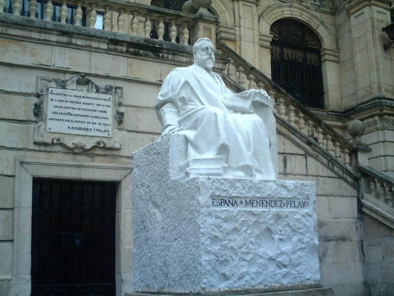 Escultura de D. Marcelino Menéndez Pelayo en Santander