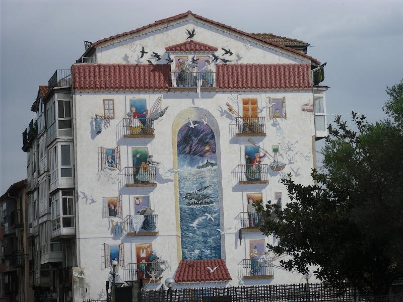 Edificio a la entrada del Parque Sotileza en Santander