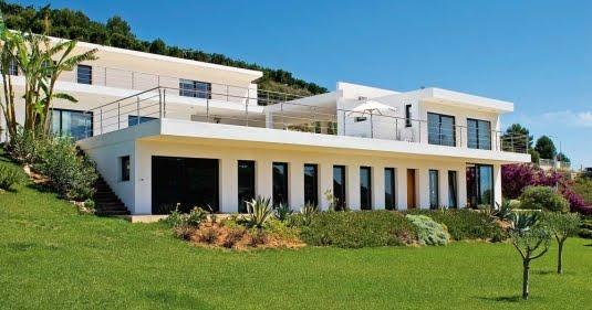 Fachada moderna y minimalista de una casa en espa a dise o - Casas minimalistas en espana ...
