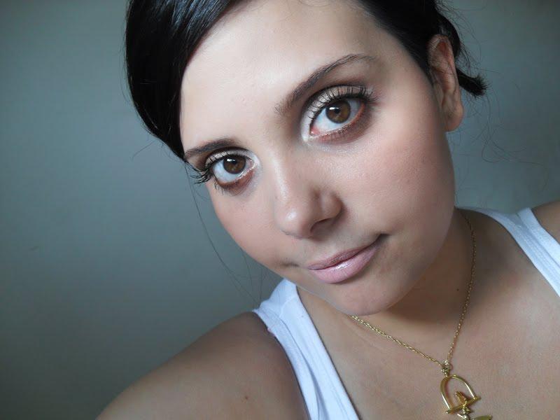 SDC11403 Qual makeup usar com vestido dourado?