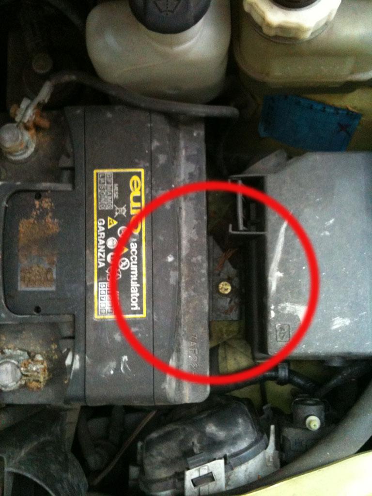 fai da te: sostituzione della batteria auto e riparazione morsetto