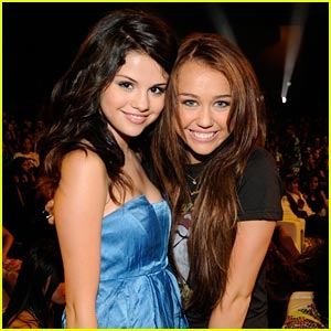 [miley-cyrus-selena-gomez-teen-choice-awards-2008.0.0.0x0.300x300]