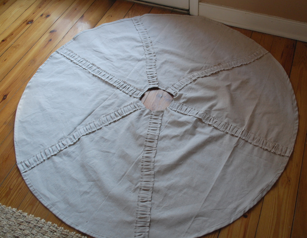 Diy ruffled drop cloth christmas tree skirt tutorial