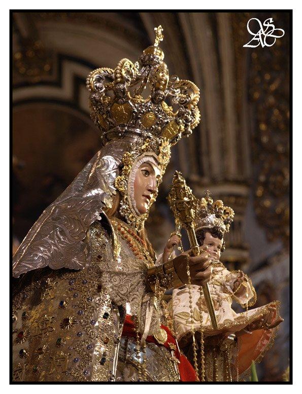 Nuestra Señora del Rosario Coronada, foto de Granada Cofradiera.