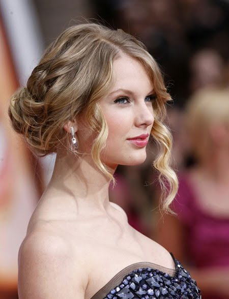 Taylor Swift Natural Hair, Long Hairstyle 2011, Hairstyle 2011, New Long Hairstyle 2011, Celebrity Long Hairstyles 2060