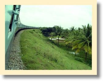 http://1.bp.blogspot.com/_TTKdst0hnBE/SZqFR5zNMdI/AAAAAAAAAfM/_msyeXiZ0J4/s400/indian-train-1.jpg
