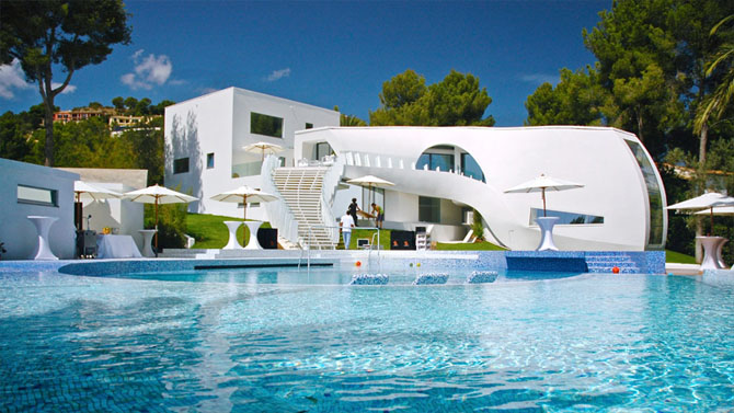Luxurious villa futuristic mediterranean house designs for Beautiful house with swimming pool