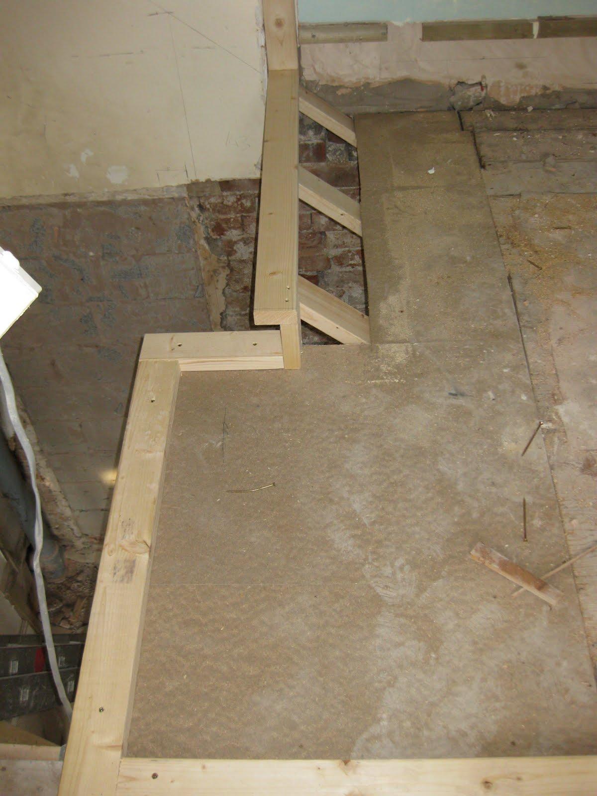 http://1.bp.blogspot.com/_TWdoNYROwMk/S_HDYtMzbiI/AAAAAAAAAIk/povpQ5JB9ws/s1600/Haddef+repairs+-+Day+13+(6)+shower+room.jpg