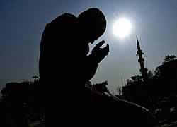 http://1.bp.blogspot.com/_TXONjE9UkNg/SdZVARhn2jI/AAAAAAAAASs/Go1qjDYygT8/s320/berdoa_web.jpg