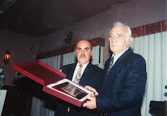 Olmedo entrega una placa al Sr. Baldrich en un emotivo y merecidisimo homenaje a esta gran persona.