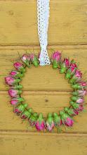 Rosenknoppskrans med spetsband