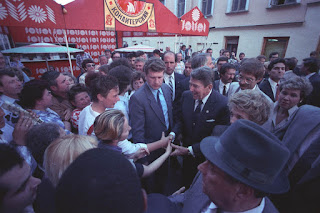 C47276-4A, President Reagan and Nancy Reagan greeting Moscow citizens on Arbat Street during the Moscow Summit.5/29/88. Courtesy Ronald Reagan Library
