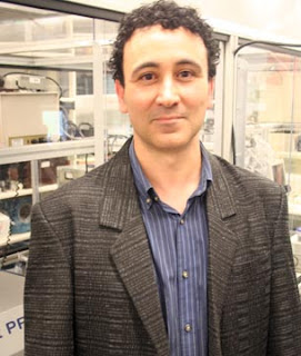 Dr. Abdulhakem Elezzabi and his research team have created a new field within nanotechnology: spinplasmonics.