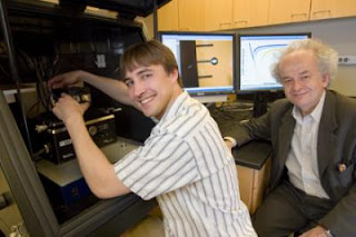 Researchers Jeremy Munday and Federico Capasso