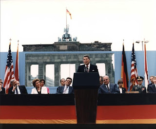 Ronald Reagan speaking in front of the Brandenburg Gate and the Berlin Wall