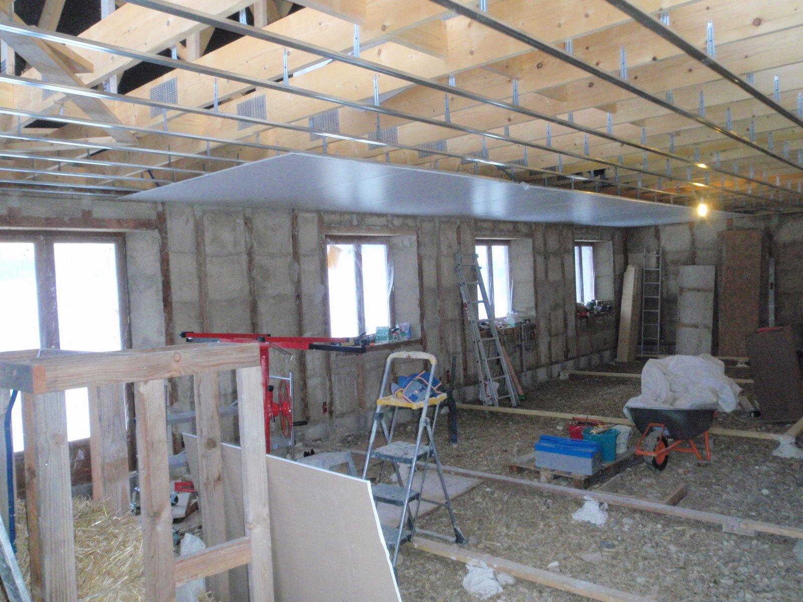 Maison en paille villaines les rochers d cembre 2010 for Plafond suspendu ba13
