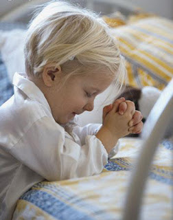 look at me, a child praying