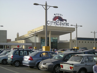 Tom 39 s travel blog off to carrefour in maadi for Protector parking carrefour